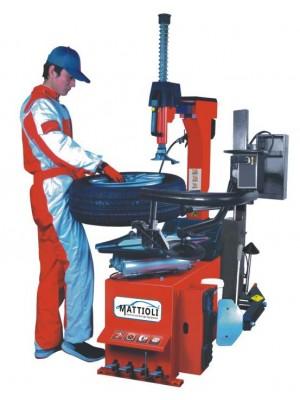 MATTIOLI LST885 + YK320 Tam Otomatik Yardımcı Kollu Lastik Sökme Takma Makinesi